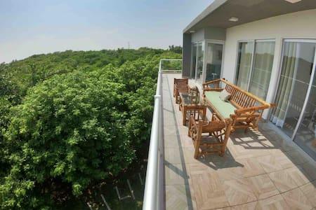 Hermoso Penthouse al pie del rio y manglar.