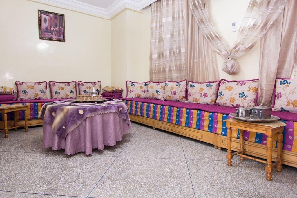 Salon marocain spacieux
