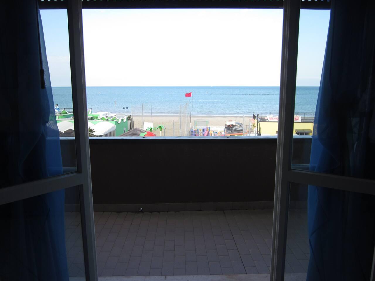 adiacente la spiaggia