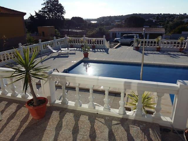 Habitacion en Chalet con piscina - Chiclana de la Frontera - Rumah
