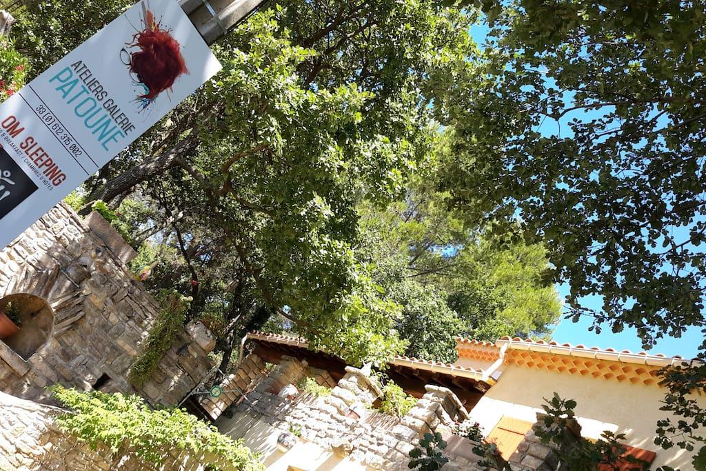 Notre Maison Galerie OM'SLEEPING chambres d'hôtes à Laudun /Gard près d'Avignon,Uzès, Nîmes, Arles