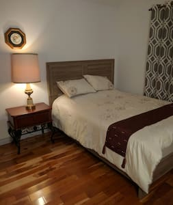 Room in a highend custombuilt house - White Rock - Dom