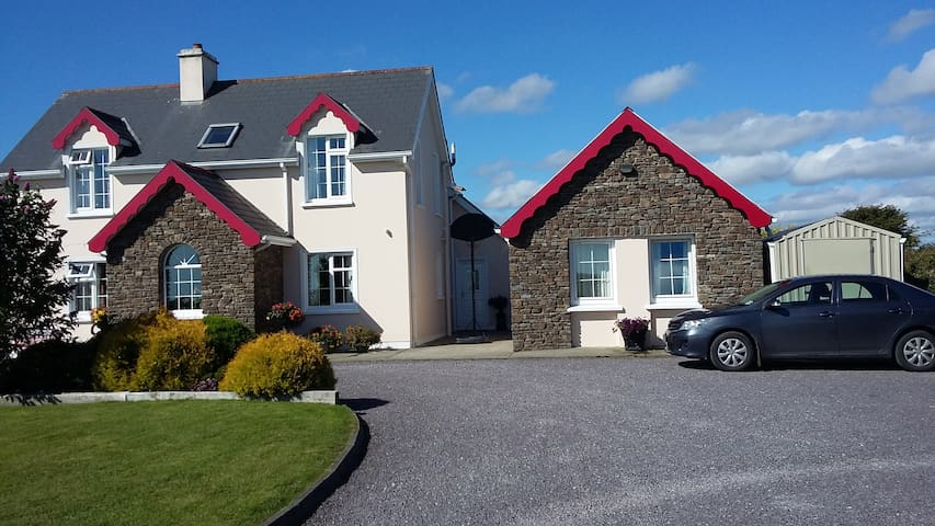 Kilgarriffe Heights B&B 1 - Clonakilty - Bed & Breakfast