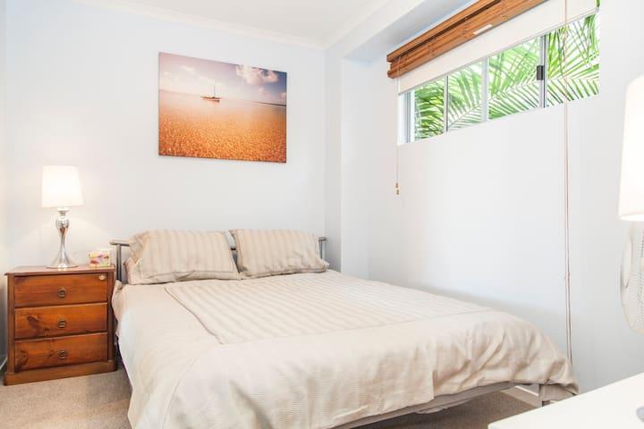 Modern Executive Apartment: 1BR near cafés, shops - South Brisbane - Lejlighed