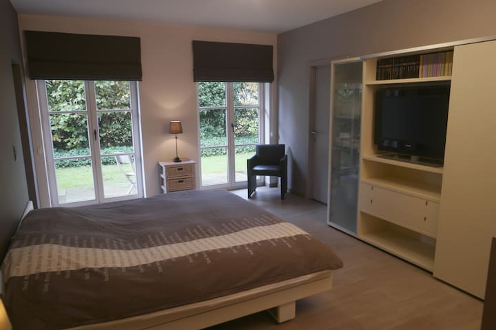 Cosy room with private bathroom in Kortrijk area - Kuurne - Villa