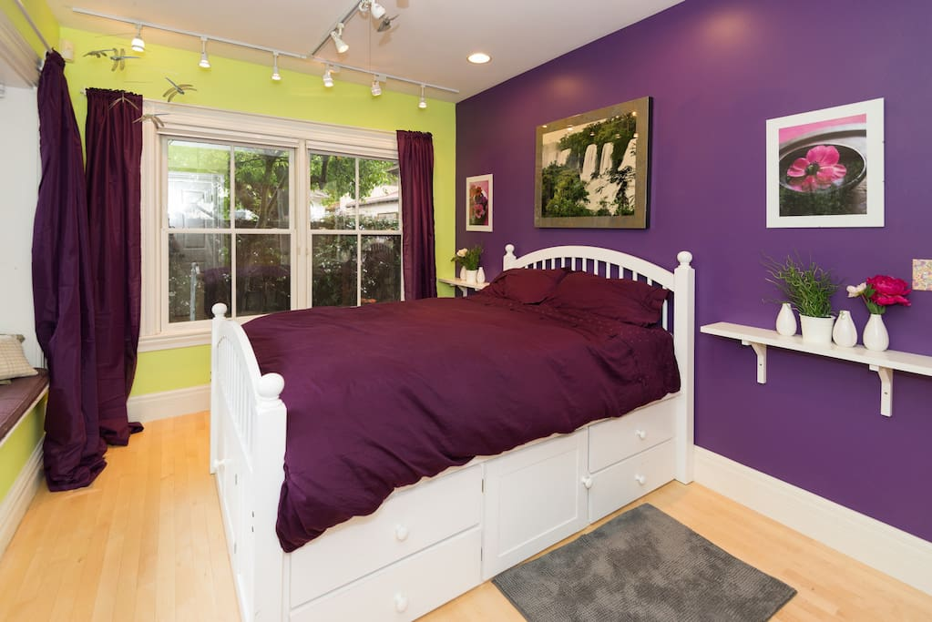 Lively color scheme with brand new mattress and linens.
