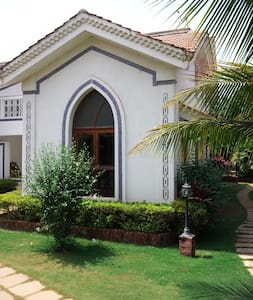 Big Villa, sleeps 6-8, Arpora, Goa - Arpora