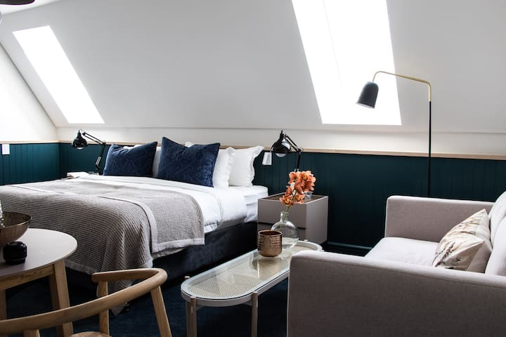 Heritage House: The Airy Loft Apartment Room 8