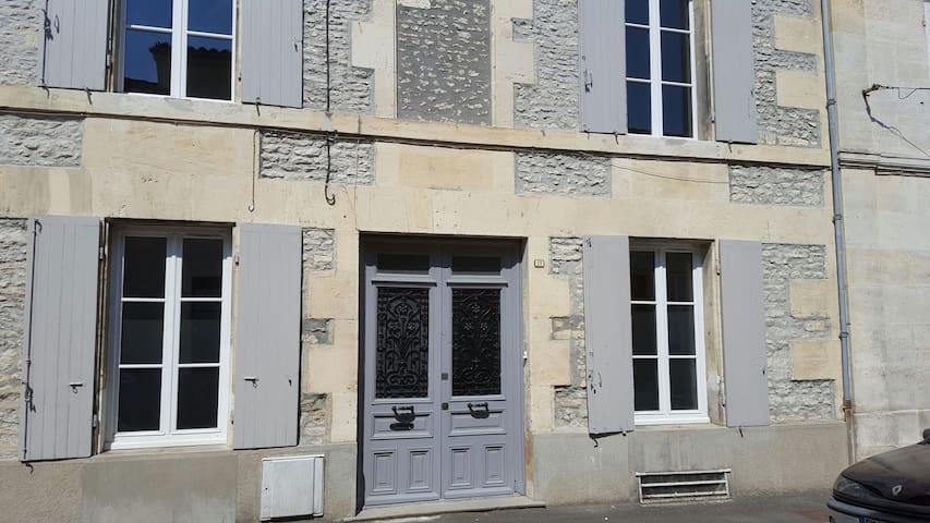 maison de ville plein centre-ville - Cognac - House