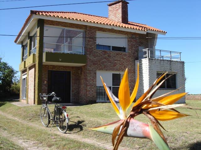 """Strandhaus """"Vista al Mar"""", La Floresta, Uruguay - Canelones - House"""