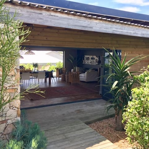 CAPE ST FRANCIS 'PEACE COTTAGE' (CLOSE TO BEACH)