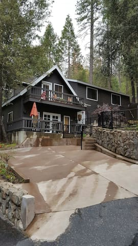 Valadon's Lake House w/boat slip - Bass Lake