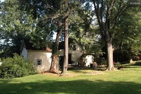 Historic House, Comfy & Fun! - Harrodsburg - บ้าน