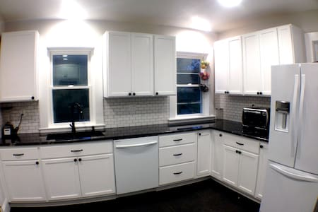 Stunning 2 BR in Home - Walk to Com. Rail/Brewery! - Framingham