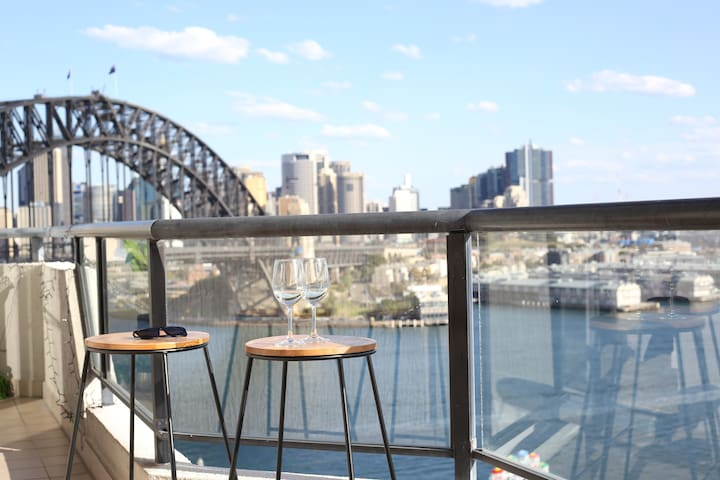 Harbour Bridge Views! Milsons Point Apartment