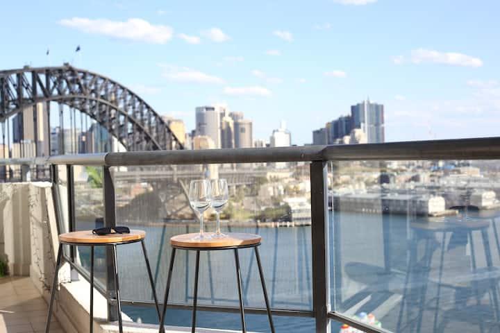 Harbour Bridge Views! Milsons Point Apartment