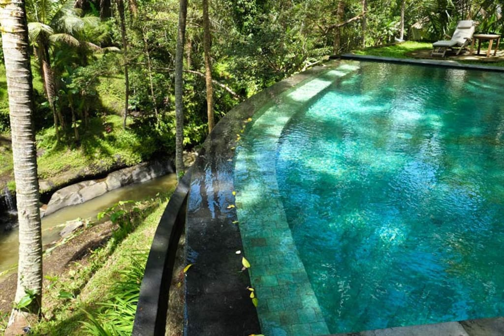 Access to infinity plunge pool overlooking the river
