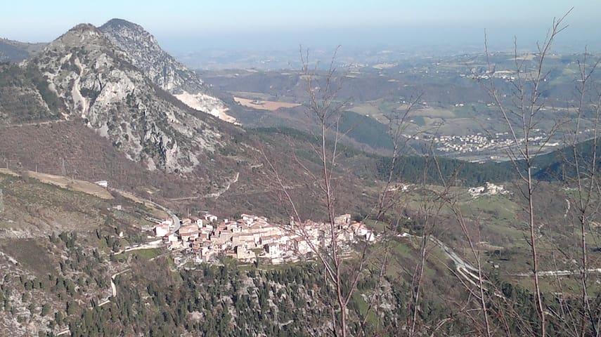 la casa nel borgo e nel parco    - Castelletta - Daire