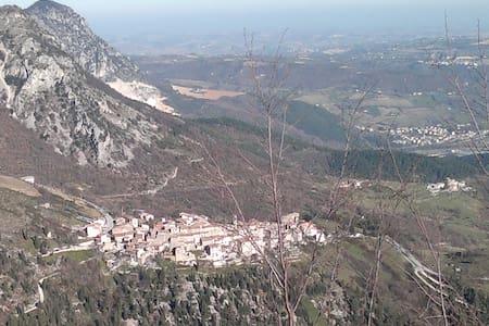 la casa nel borgo e nel parco    - Castelletta