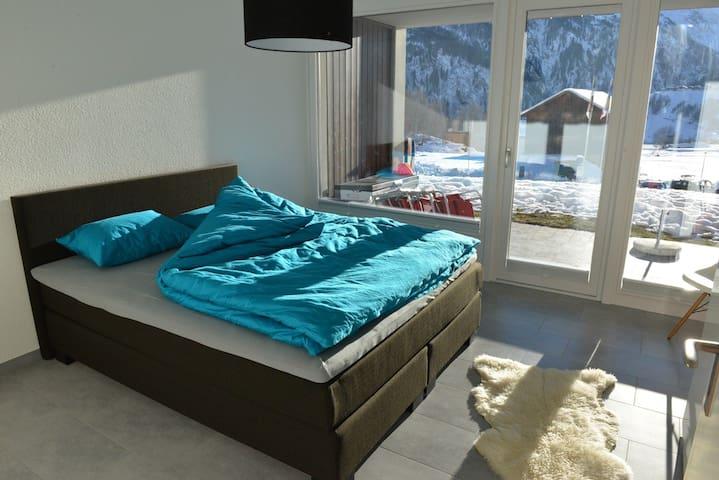 Ferienwohnung mit Sonnenterrasse - Disentis - Apartment