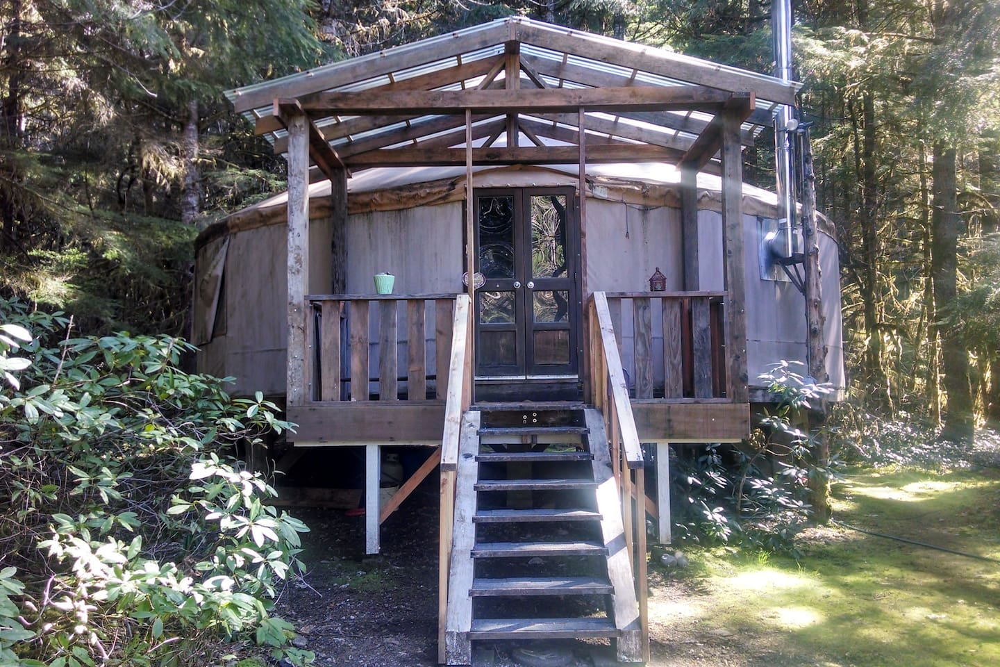 Celestial Yurt with queen bed and fold out couch with double bed, full kitchen, claw foot tub with shower  enclosure, table seating for 4, living room w/couch, swivel rockers, big wood stove, TV w/DVD/VCR TV and wi-fi internet, DISH and movies!