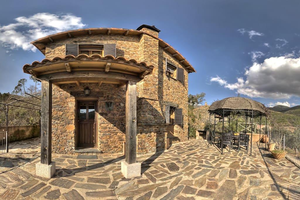 Villa patio c ceres piscina natura villas louer for Piscina climatizada caceres