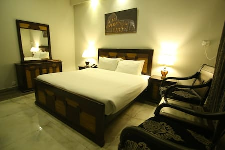 Private luxury Room with Continental Breakfast