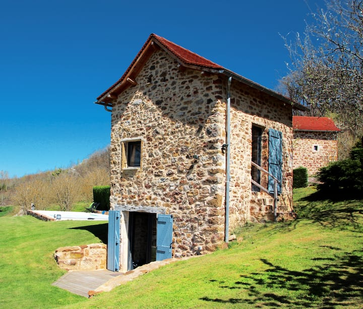 CHARMING DOVECOTE WITH HEATED SWIMMING POOL