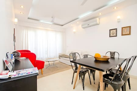French owned 3 bedroom apartment in South Delhi - Nuova Delhi