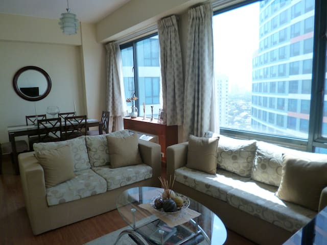 Spacious 1BR condo in Eastwood City - Quezon City - Osakehuoneisto
