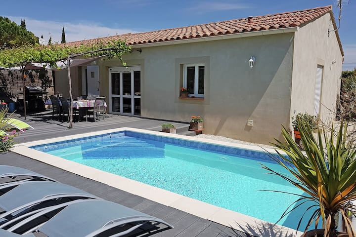 Beautiful, single storey villa with air conditioning, private pool and fenced garden