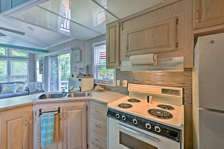 The kitchen is well-equipped so you can dine in any time you please.