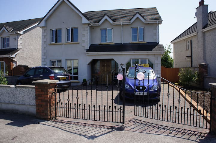 cosy 5 bed detached with parking - Kentstown - House