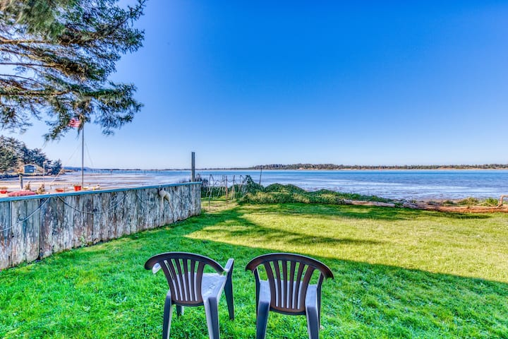 Cute waterfront cottage with private W/D & wonderful views of the bay