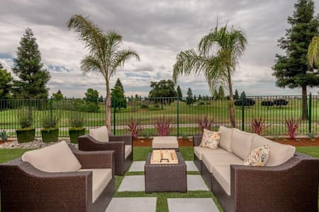 Country Club Living - Fresno