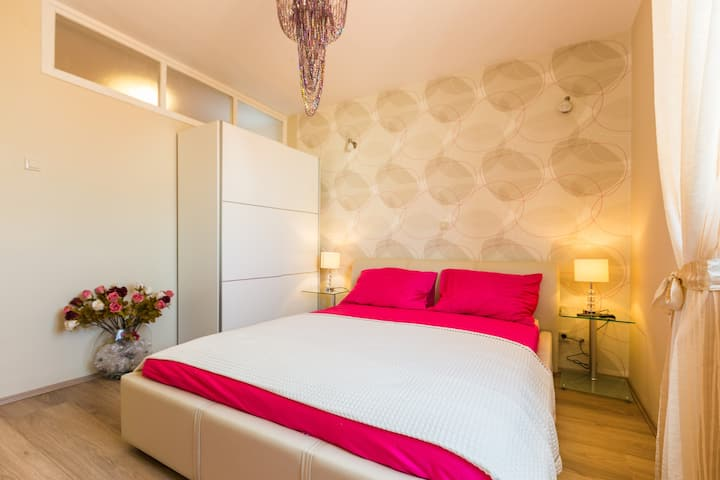 Top Apartments 1 - New and Romantic