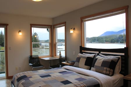 Shorething -  Private Oceanfront Room #2 - Ucluelet - Konukevi