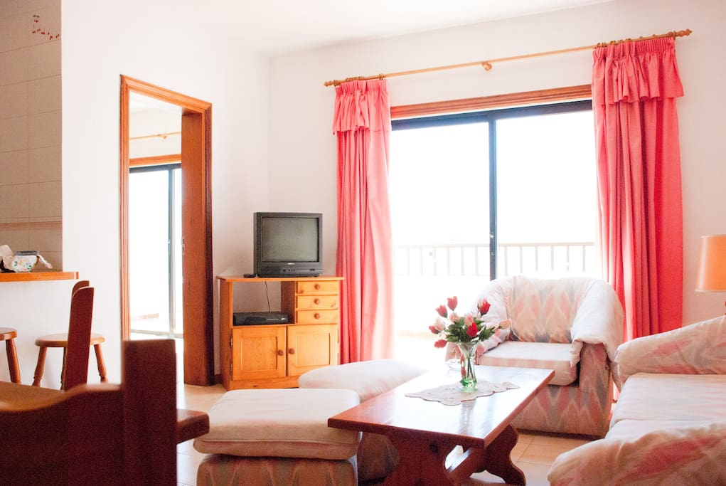 Quiet living room, with lots of sun and light and direct access to the large terrace.