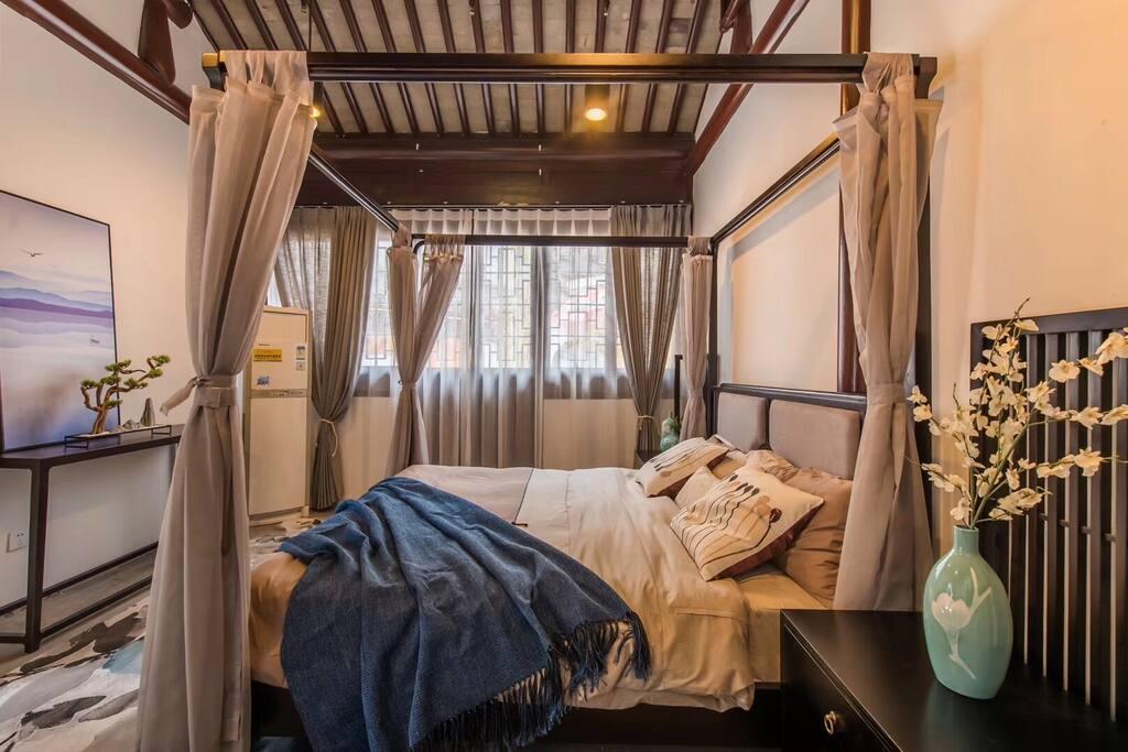 大床房独立卫生间整套附加一个小卧室