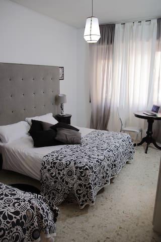Camera tripla con bagno in comune - Roma - Apartment