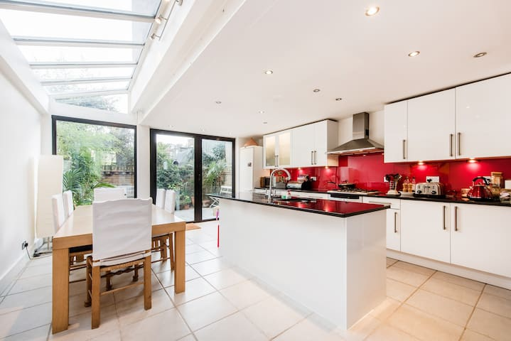 Brilliant location, 2 lovely rooms - London - Haus