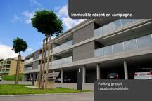 Il s'agit d'un petit immeuble de standing de 10 appartements construit en 2017. Les espaces de vie et les terrasses sont orientées plein sud pour profiter des couchers de soleil. L'appartement est neuf et les équipements de qualité.