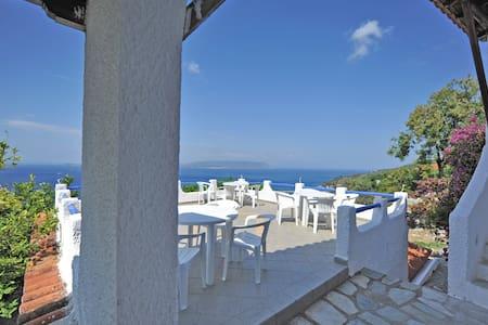 VIOLA+JASMINE.Private direct  access to the sea! - Klima