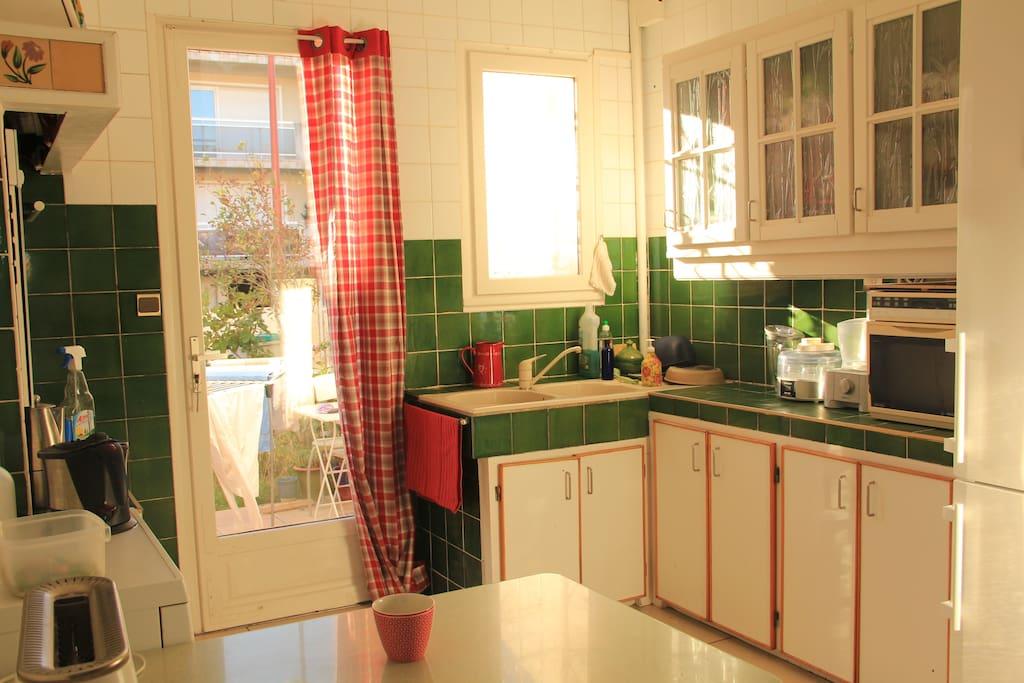 déjeuner sur la terrasse ou,dans la cuisine?