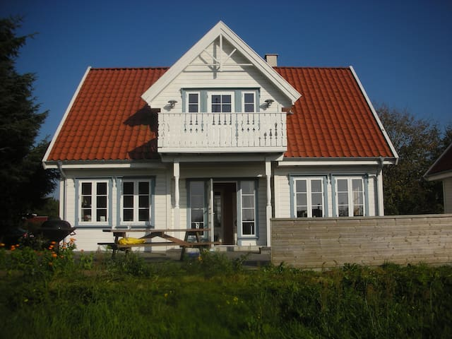 Sommerhus i norsk stil, 1,5 etage - Logstor - Mökki