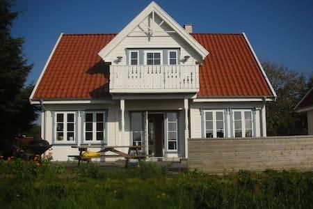 Sommerhus i norsk stil, 1,5 etage - Logstor - Cottage