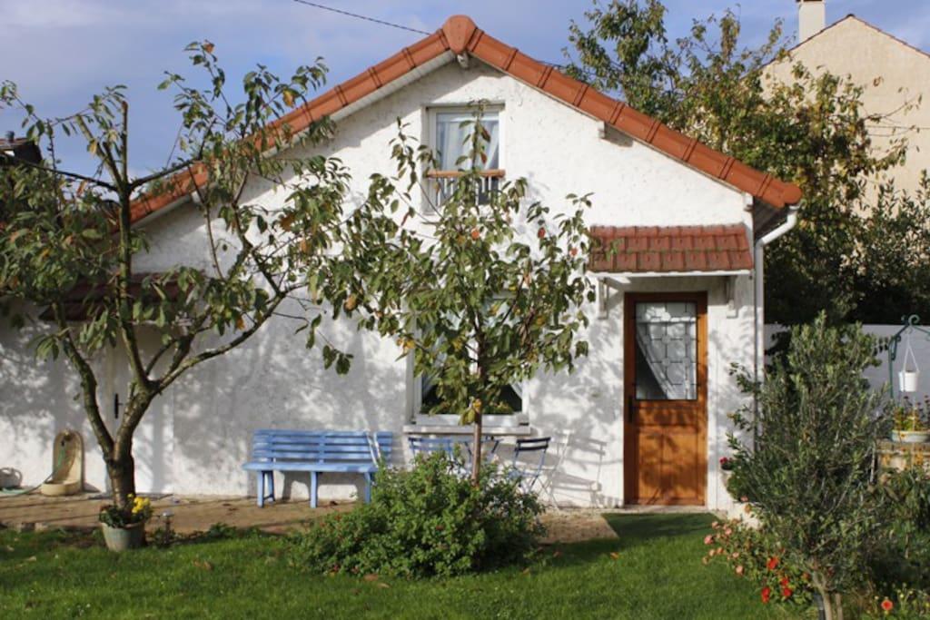 Maisonnette dans jardin calme maisons louer bondy - Location maison jardin ile de france colombes ...