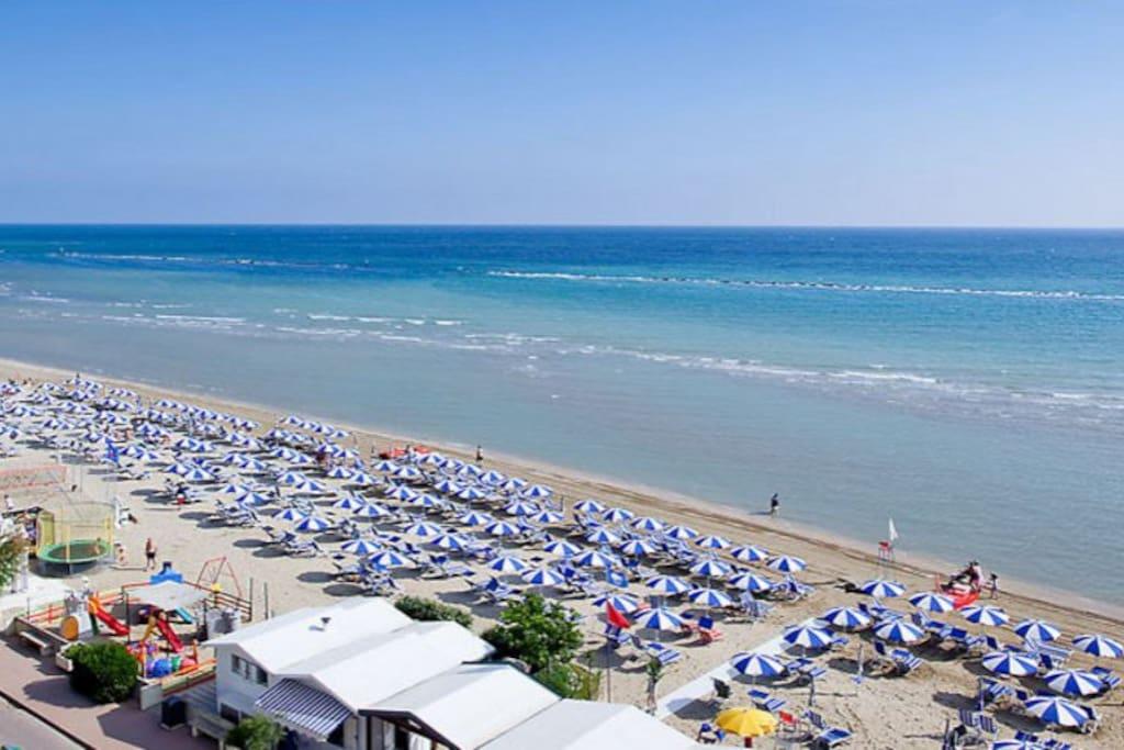 Ivan erika casa vacanze a 30 metri dalla spiaggia for Piani casa sulla spiaggia con portici