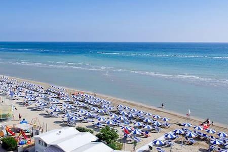 Ivan&Erika CASA VACANZE a 30 metri dalla spiaggia! - Marotta