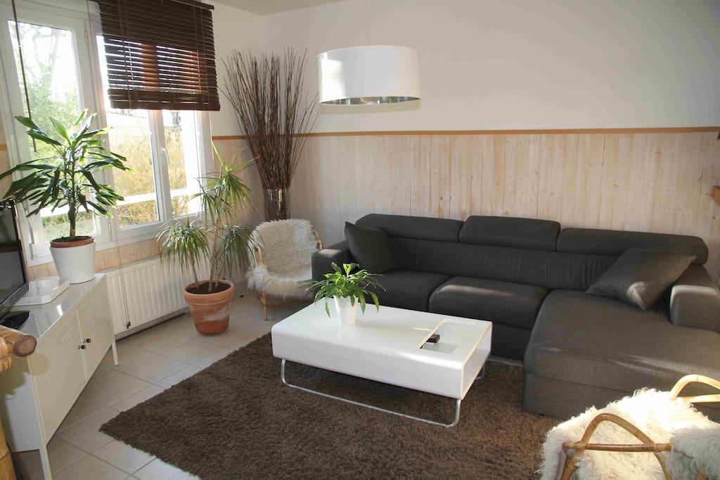 charmante maison aux portes de caen maisons louer. Black Bedroom Furniture Sets. Home Design Ideas